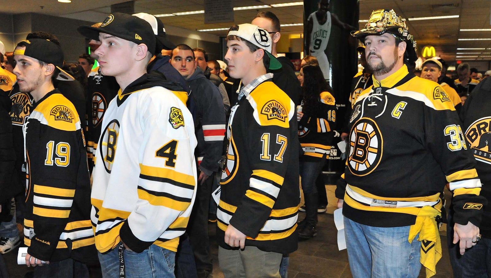 Chicago Blackhawks Relatively Silence Boston Fans