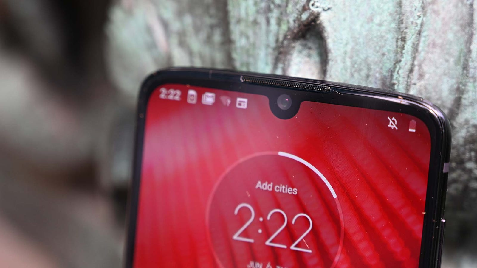 Illustration for article titled The Moto Z4 Is a Solid Mid-Range Contender, But It Might Be Time for a Reboot