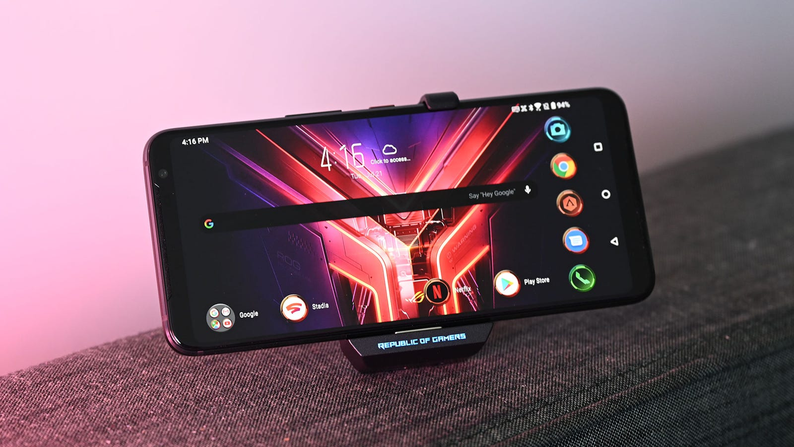 Illustration for article titled The Asus ROG Phone 3 Is a Delightful Affront to Phone Design