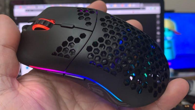 世界上最轻的游戏鼠标的秘密是有很多洞