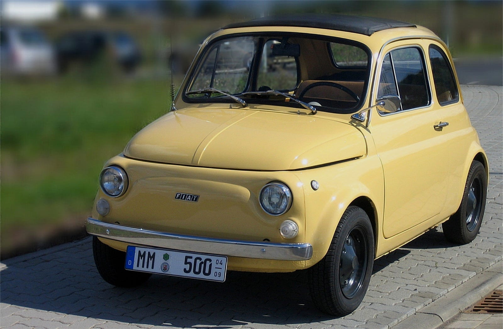 The easiest tell for a FIAT 500R is the front and rear badge - they look similar to the 500F otherwise, but the R features the more modern FIAT badge on its nose.