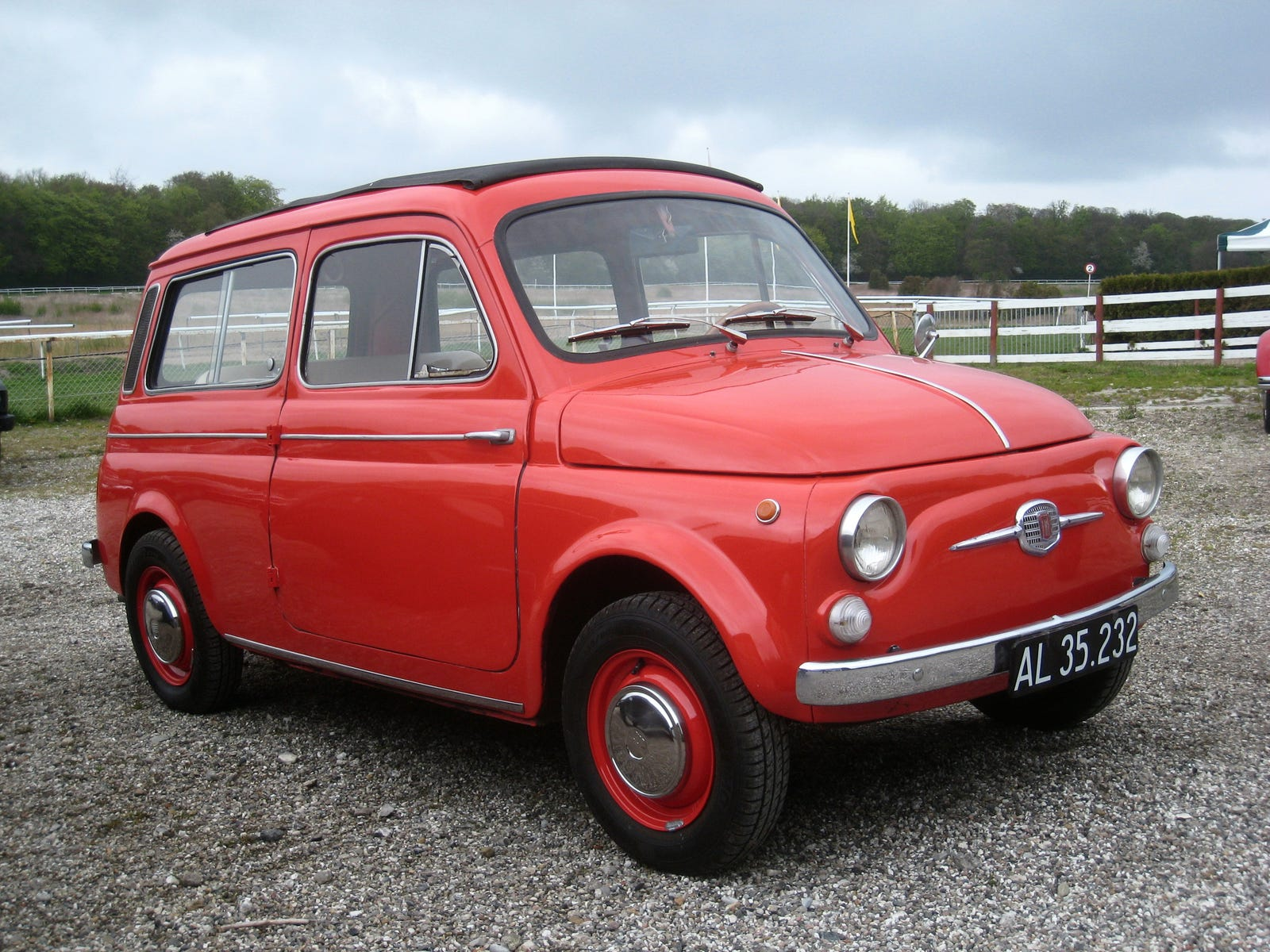 An early FIAT 500 Giardiniera - earlier FIAT 500D or 500F-based models also featured the characteristic 'moustache' FIAT emblem on the nose of the car, as seen here.