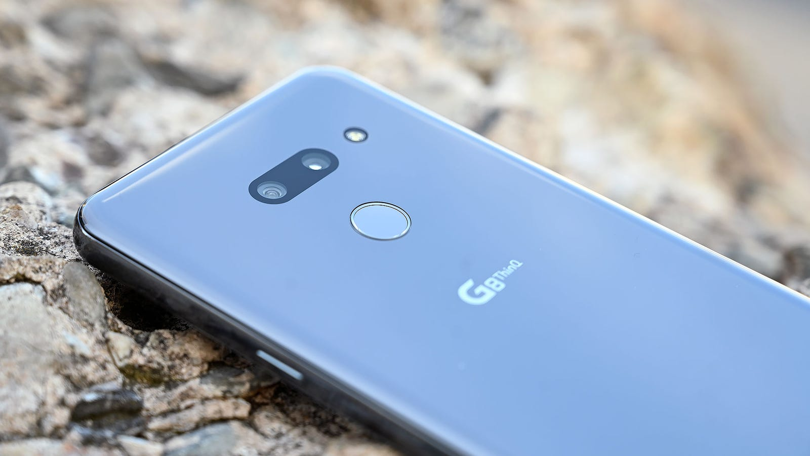 Illustration for article titled LG G8 Review: Sleek in the Streets, Wannabe Tech Wizard in the Deets