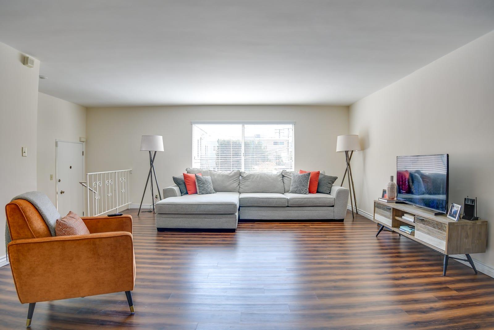 Living room: before (homegoods.com)