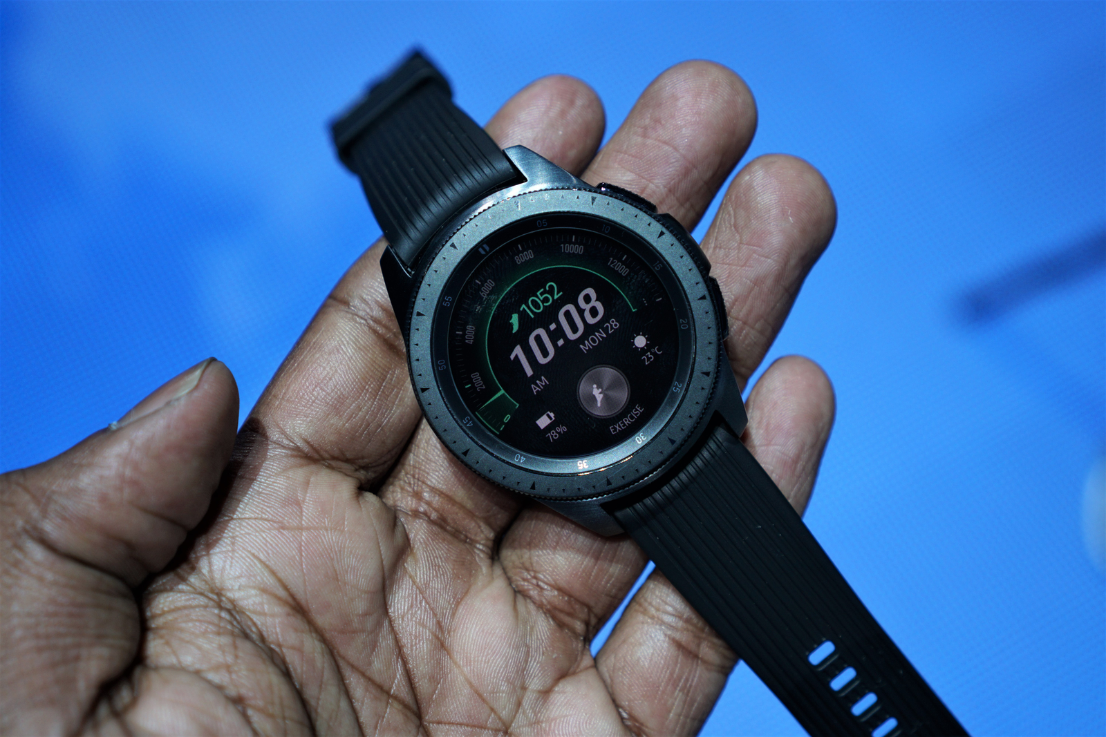 Illustration for article titled The Samsung Galaxy Watch is Cute, But Way Too Big