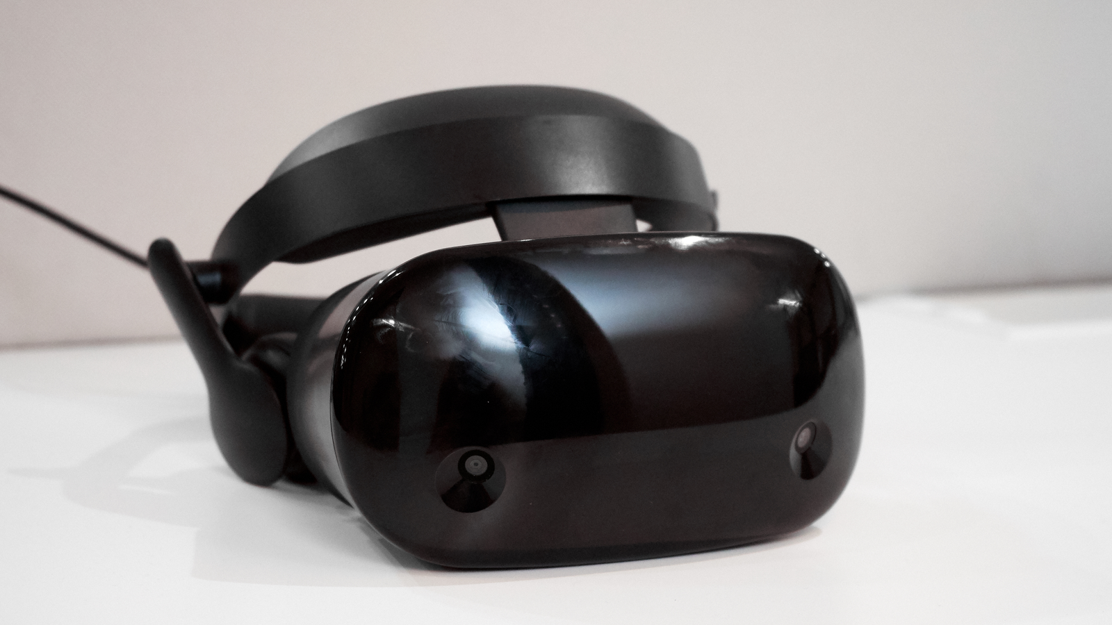 Illustration for article titled Samsung's HMD Odyssey Is the Swankiest Way to Enter Virtual Reality