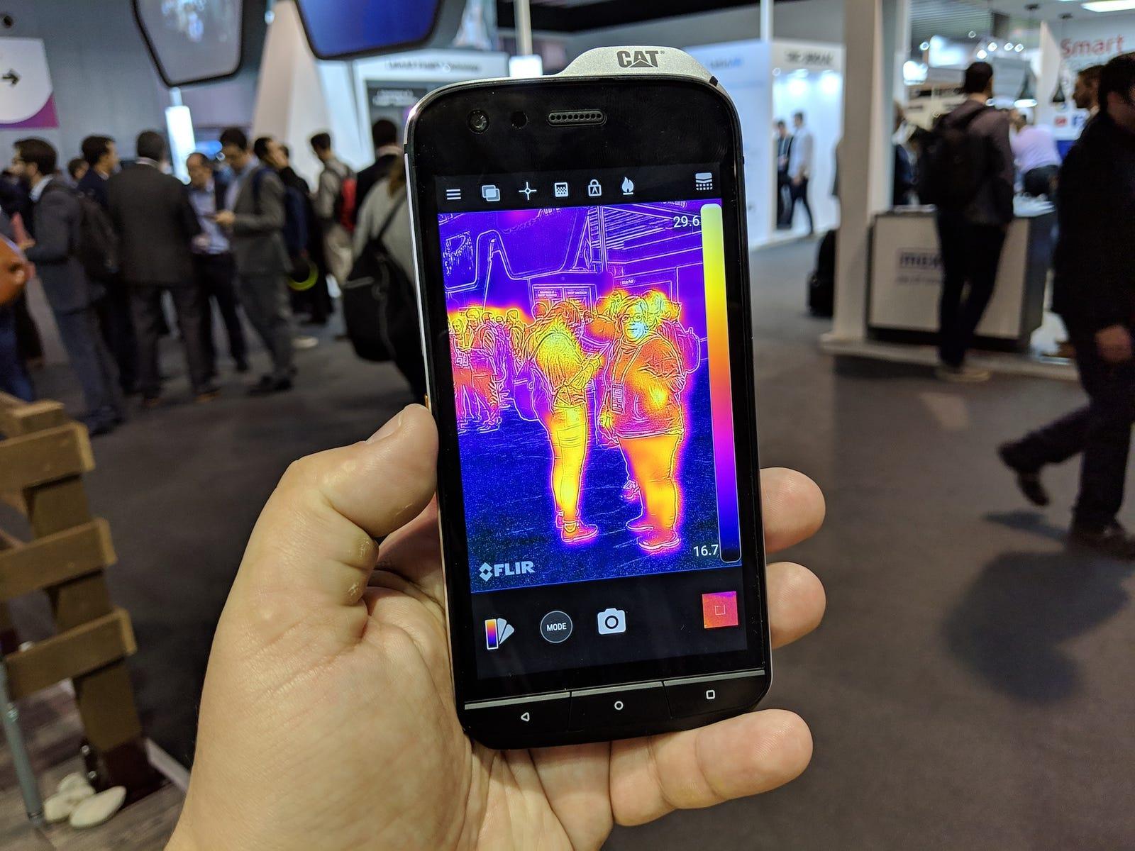 La cámara térmica del Cat S61, a prueba en el MWC 2019