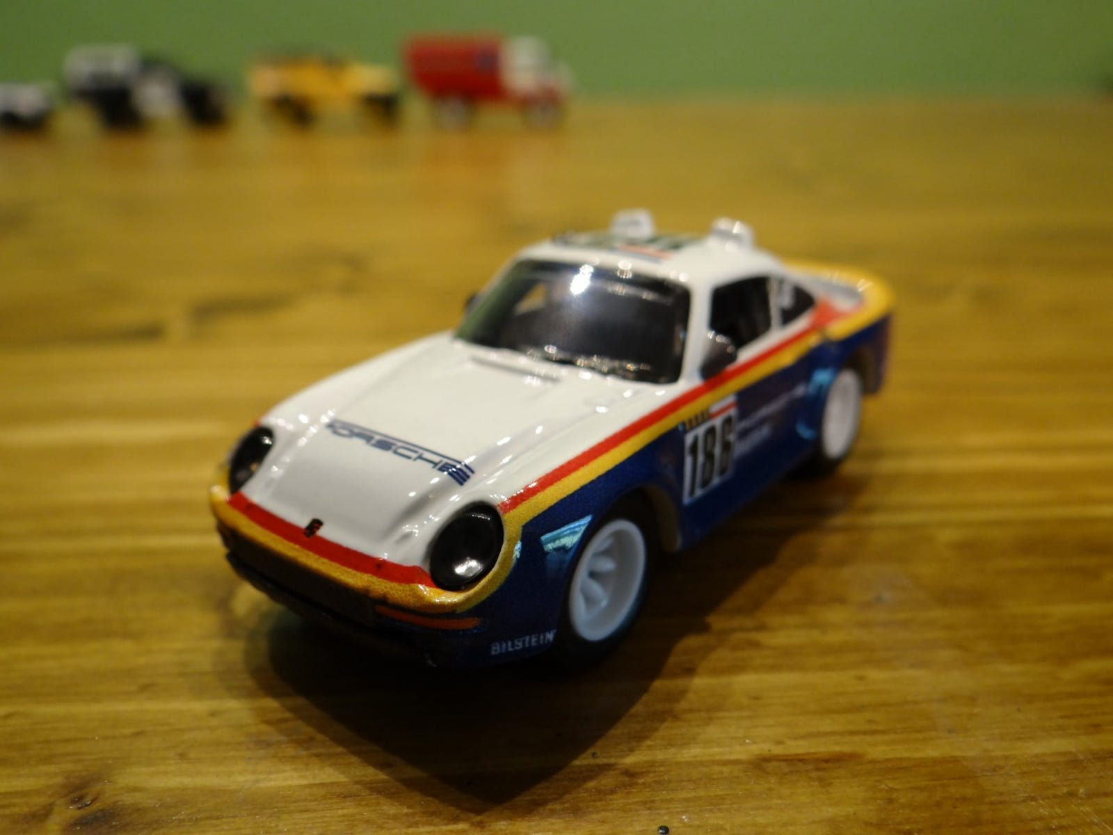 The 1986 Porsche 959 in a Rothmans livery with out the Rothmans logo.