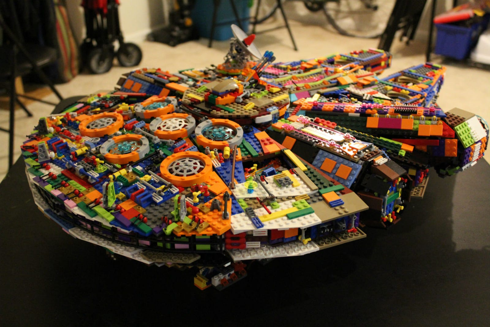 Illustration for article titled This Is the Coolest Homemade Lego Millennium Falcon of All Time
