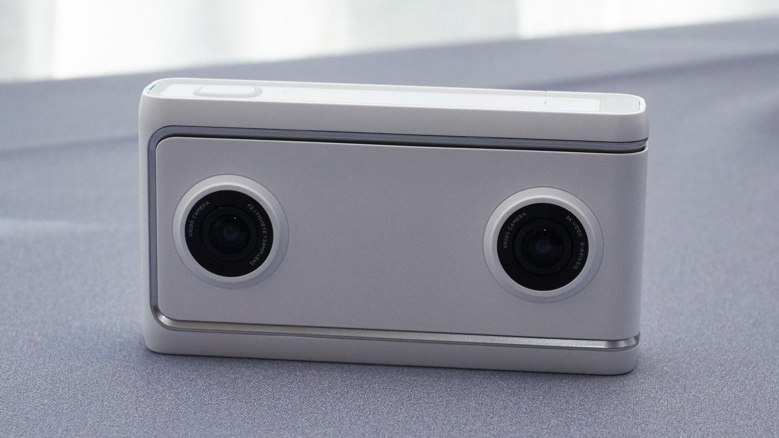 The dual fisheye 13MP lenses.