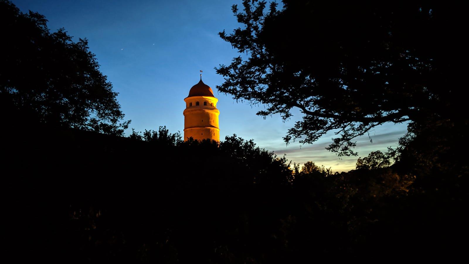 GOOGLE PIXEL 3A: Espectacular resultado. El procesado de imagen maquilla demasiado las fotos diurnas, pero a las nocturnas les da un encanto poco común.