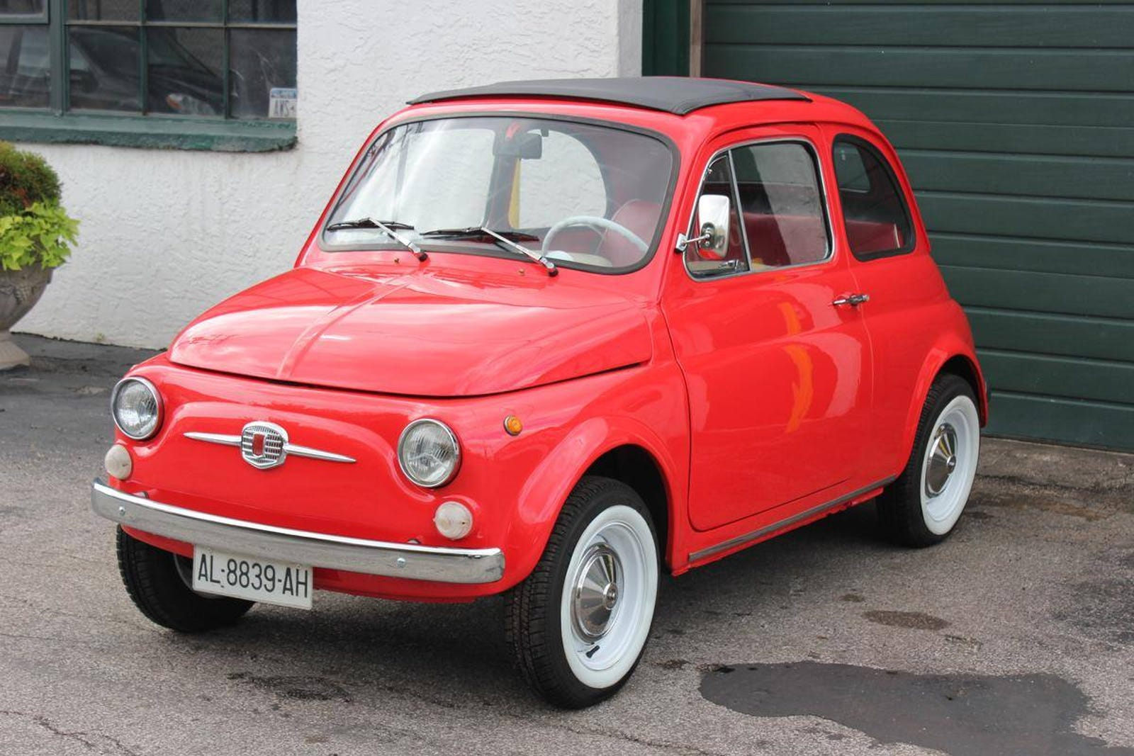 Your standard FIAT 500F - incredibly similar to the 500D, but note the now front-hinged doors. Aside from the Giardiniera, the 500F was the only other 'main variant' to be sold alongside ANOTHER main variant. 500F production continued alongside the later 500L where the less fancy 500F was offered as the 'base model'.