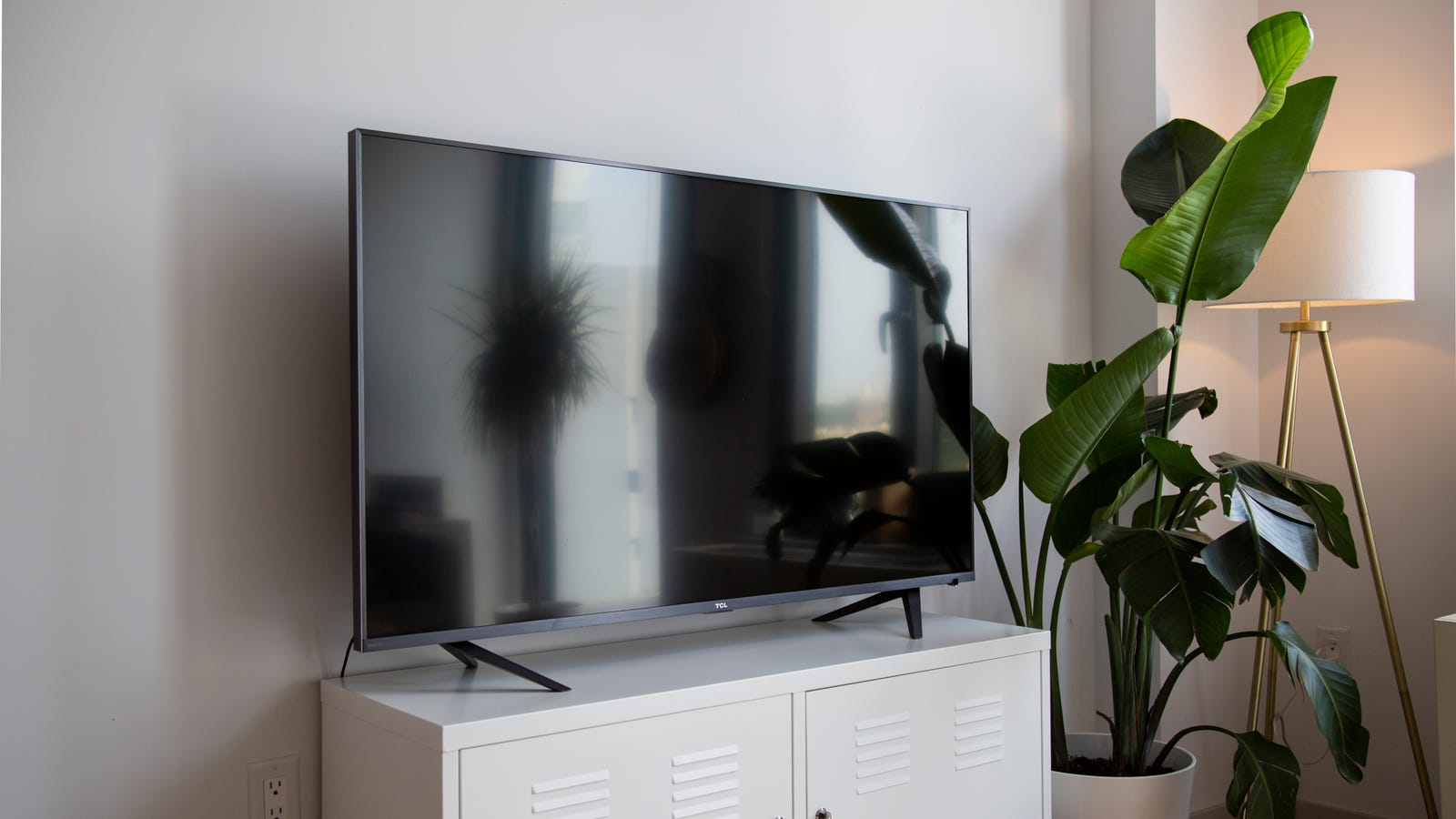 Nice-looking television set, funny legs due to improvised set up