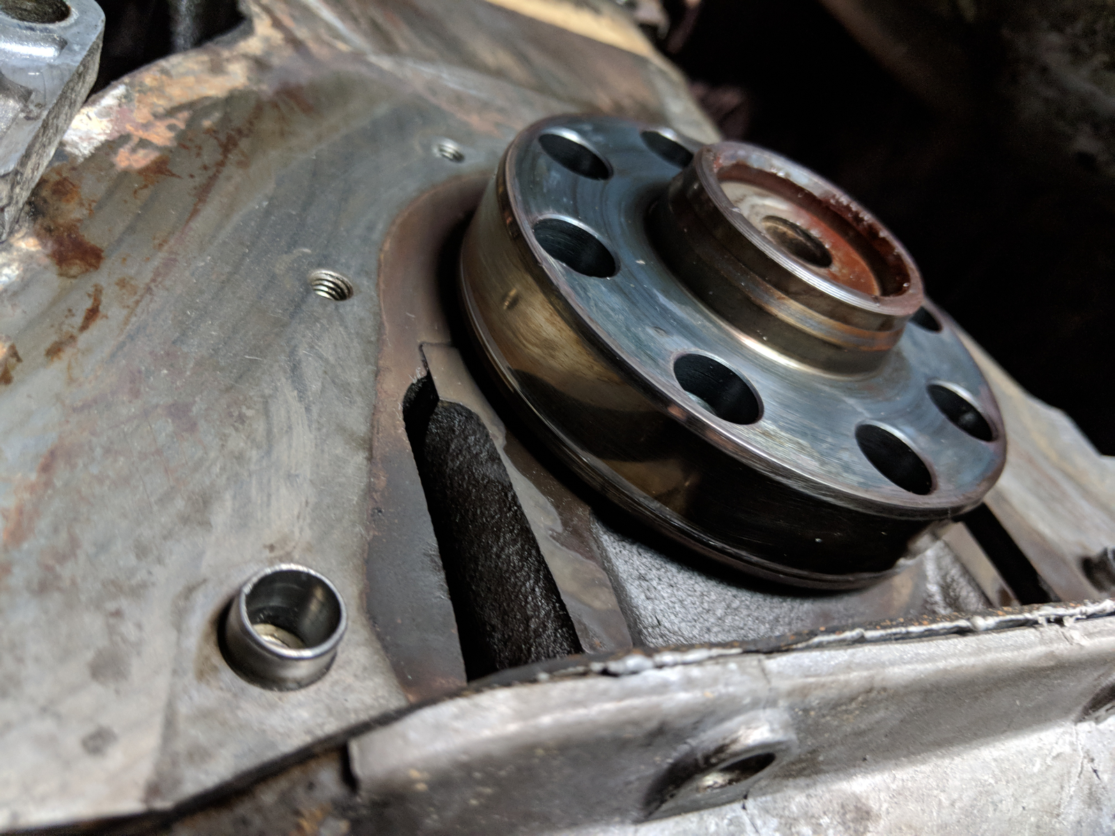 Thankfully no visible scoring on the crankshaft with the rear main seal and housing removed.