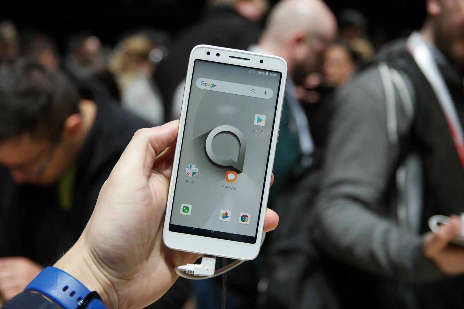 El Series 1 es un teléfono barato y simple que luce como tal.