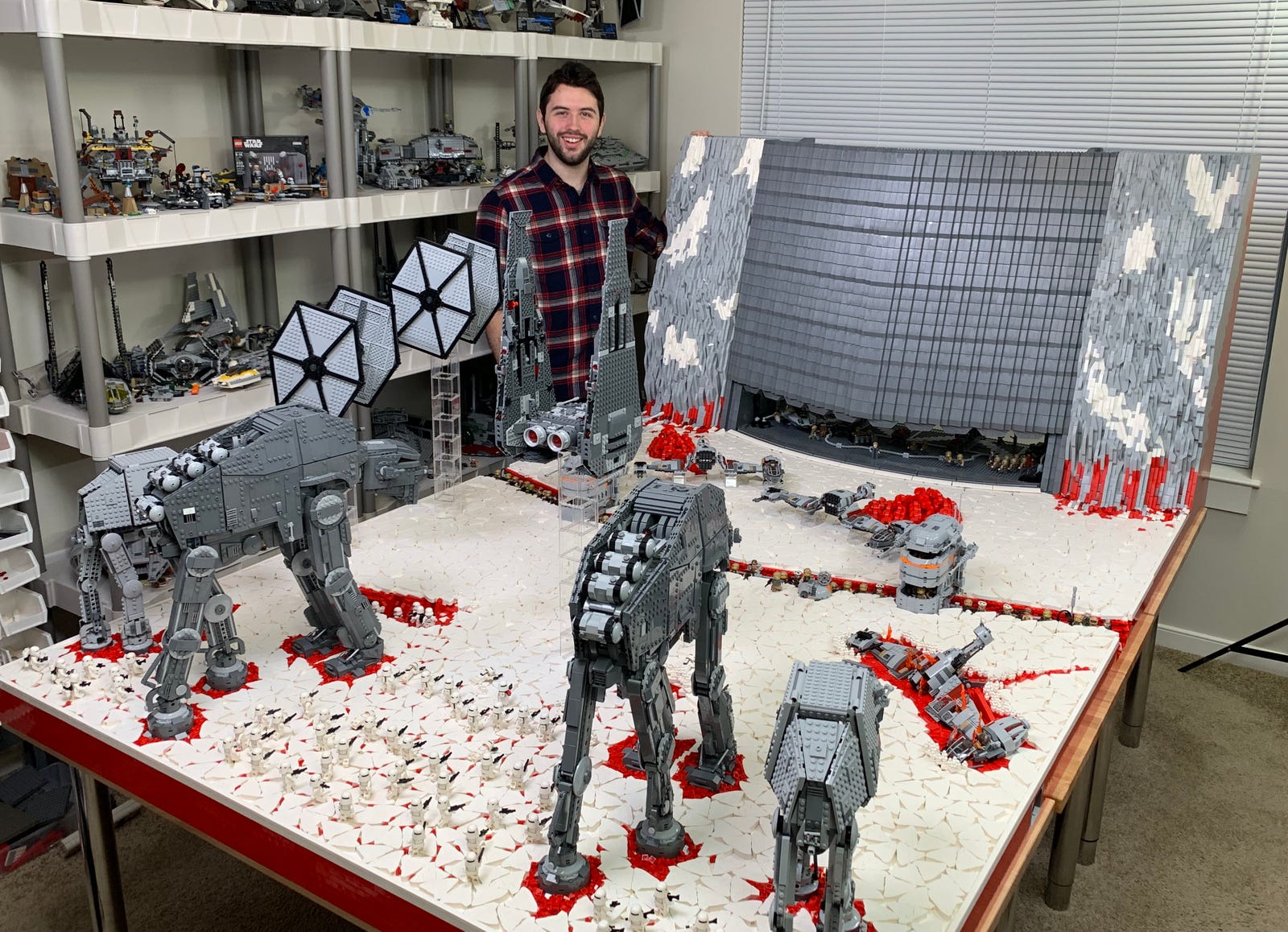 Illustration for article titled Over 100,000 Lego Bricks Were Used to Recreate the Final Battle of iStar Wars: The Last Jedi/i