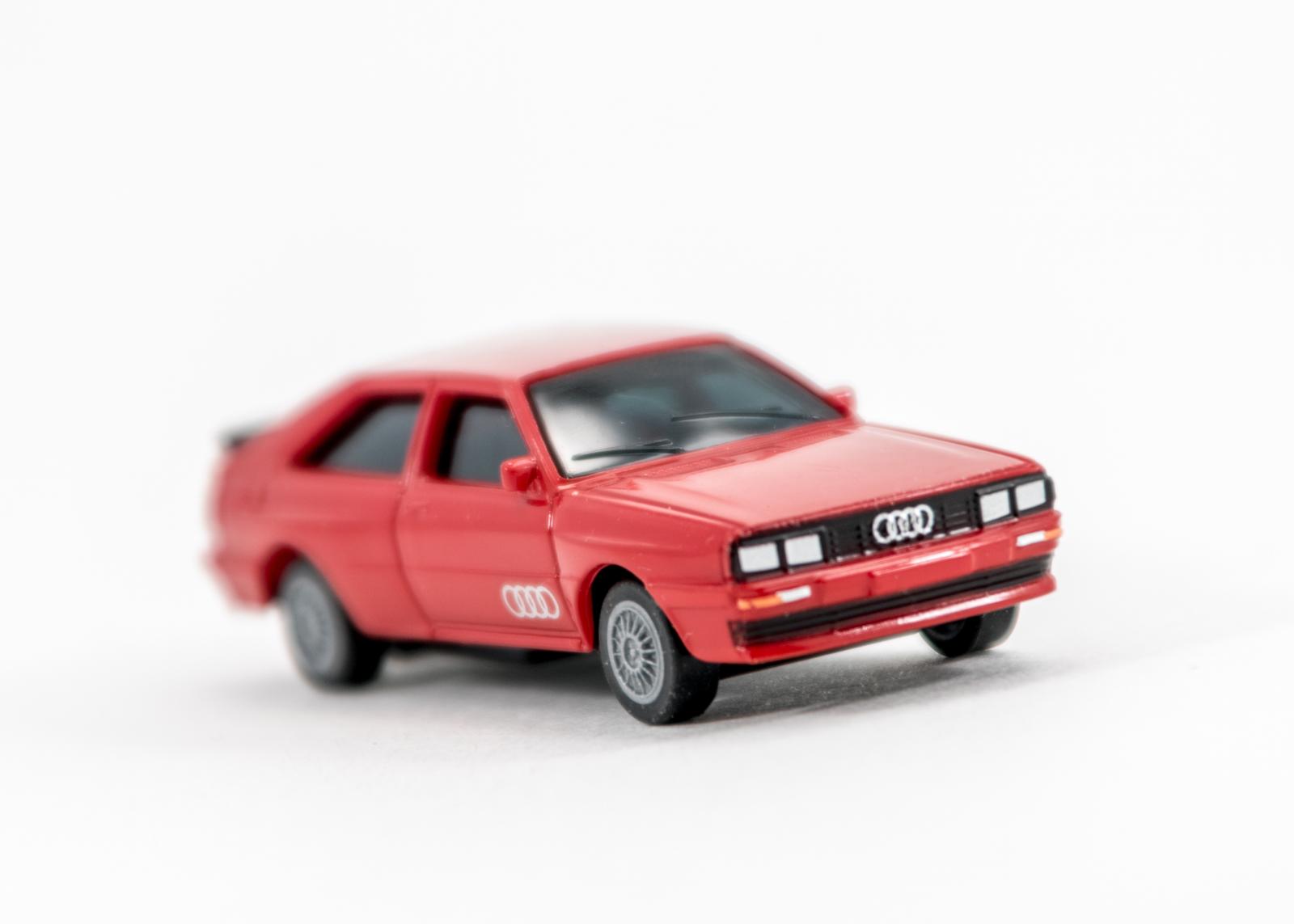 (2) Audi Quattro