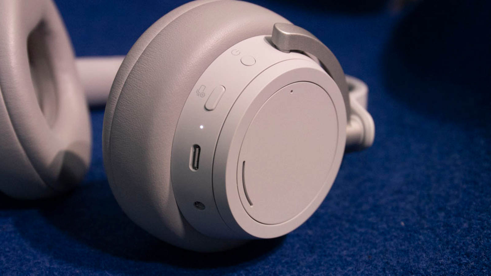 Illustration for article titled Microsoft Makes Surface Headphones Now
