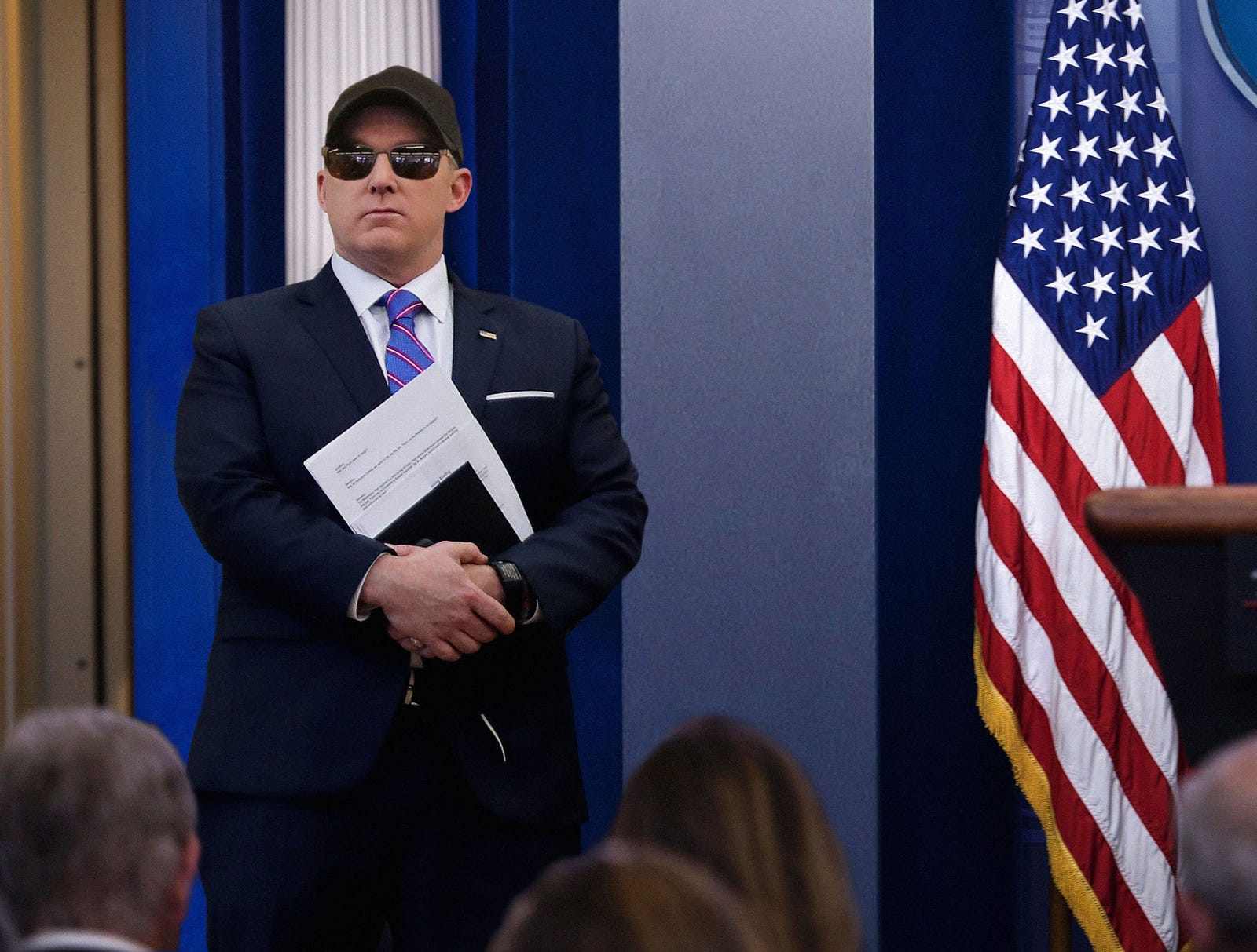 Sean Spicer Walking Around White House In Sunglasses And Baseball Cap To Avoid Press