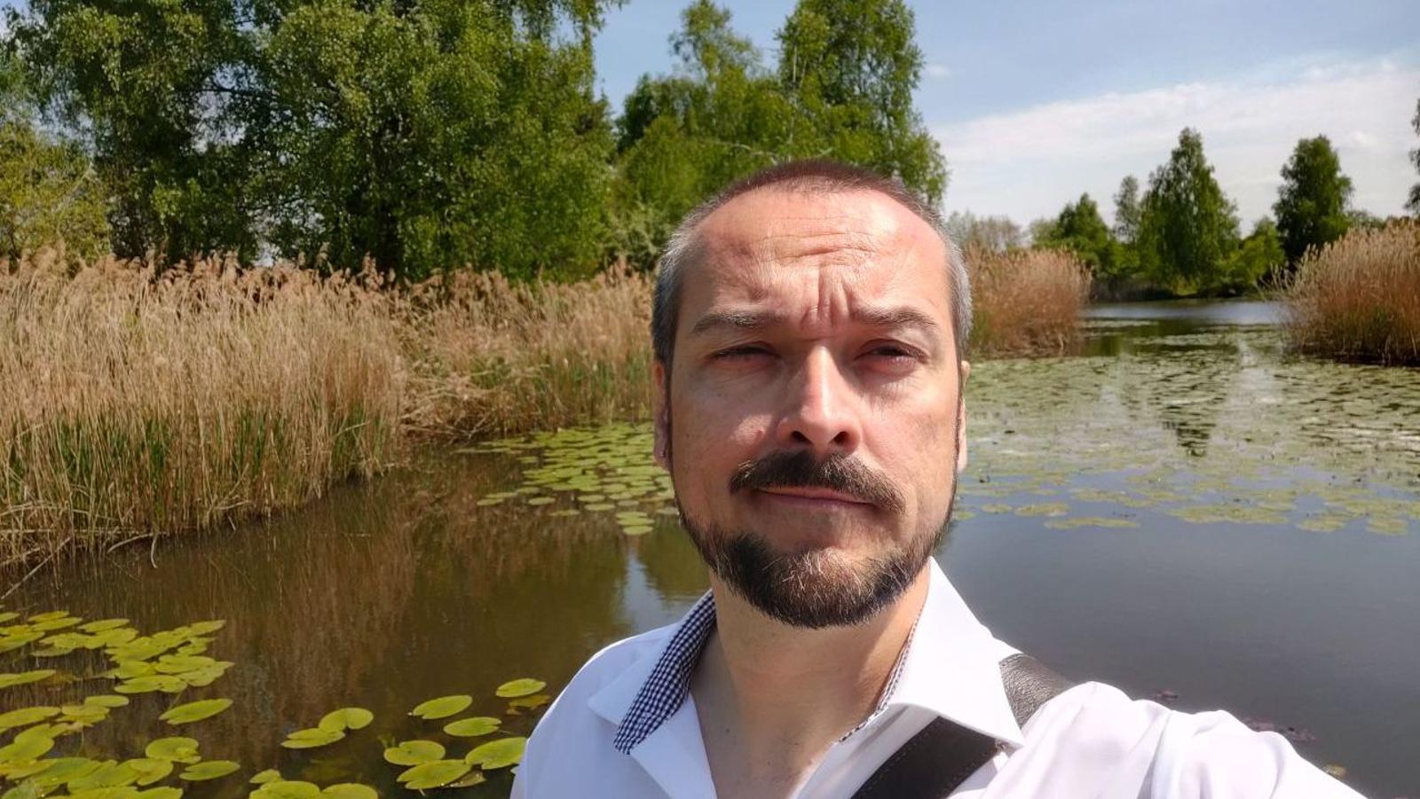 La mayor parte de selfies con el OnePlus 7 Pro lucen así de bien en términos de color o contraste, peeeero...