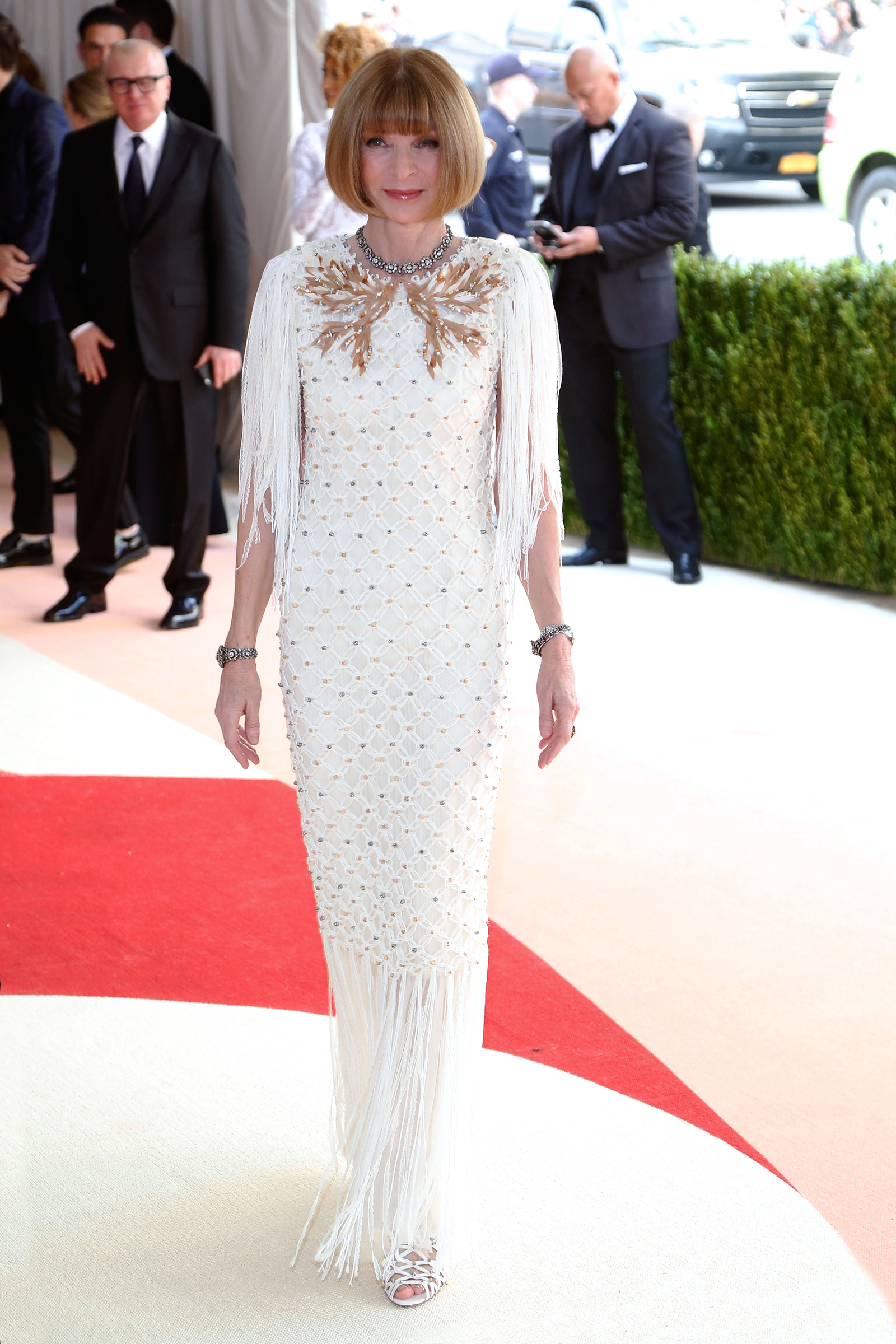 "Anna Wintour in Chanel at the Met Gala 2016, ""Manus x Machina: Fashion in an Age of Technology"""