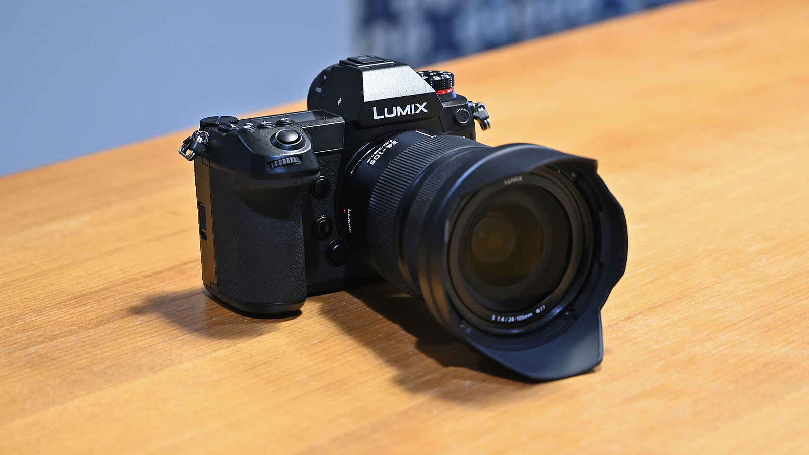 Illustration for article titled Panasonics First Full-Frame Mirrorless Cameras Are Big Expensive Beasts