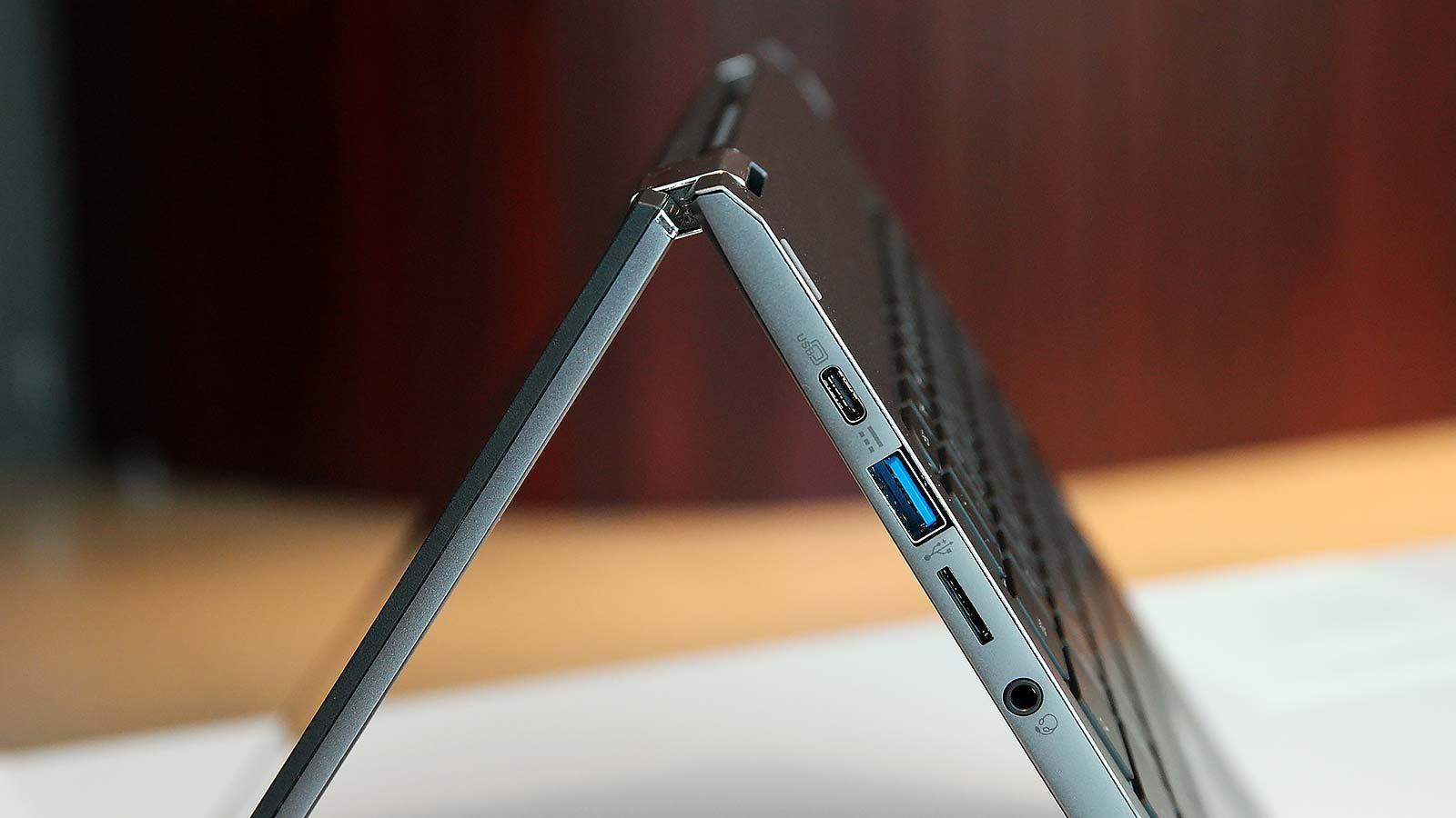 El Chromebook Spin 13 cuenta con un puerto USB–A, un puerto USB–C y ranura para tarjeta microSD, más que lo que incluyen la mayoría de portátiles en el mercado hoy en día.