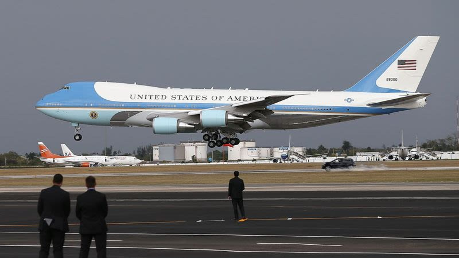 Robert Mueller Driving SUV 100 MPH Down Runway As Air Force One Narrowly Lifts Off