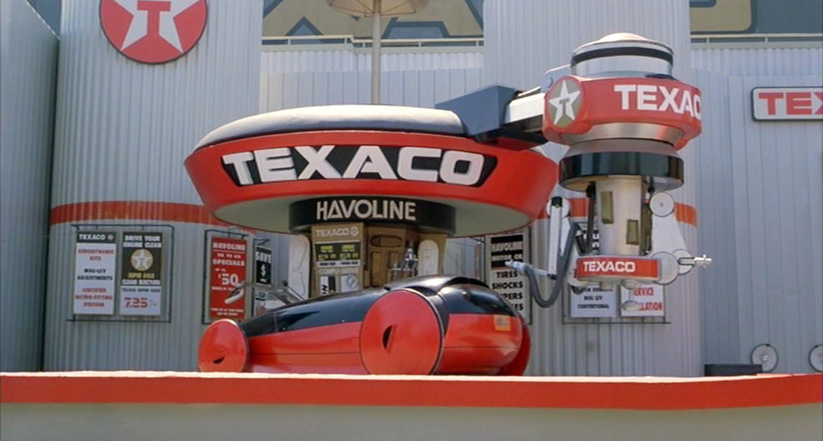 The Texaco station is one of the most memorable sets in the movie.