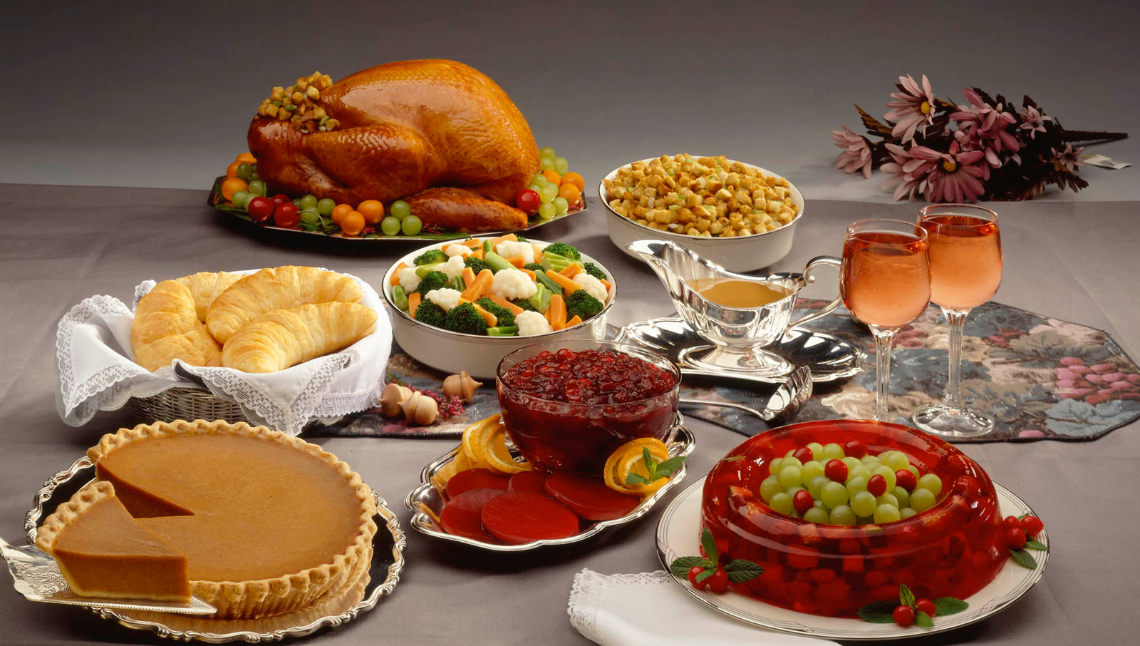 The Onion's Guide To Hosting A Perfect Thanksgiving