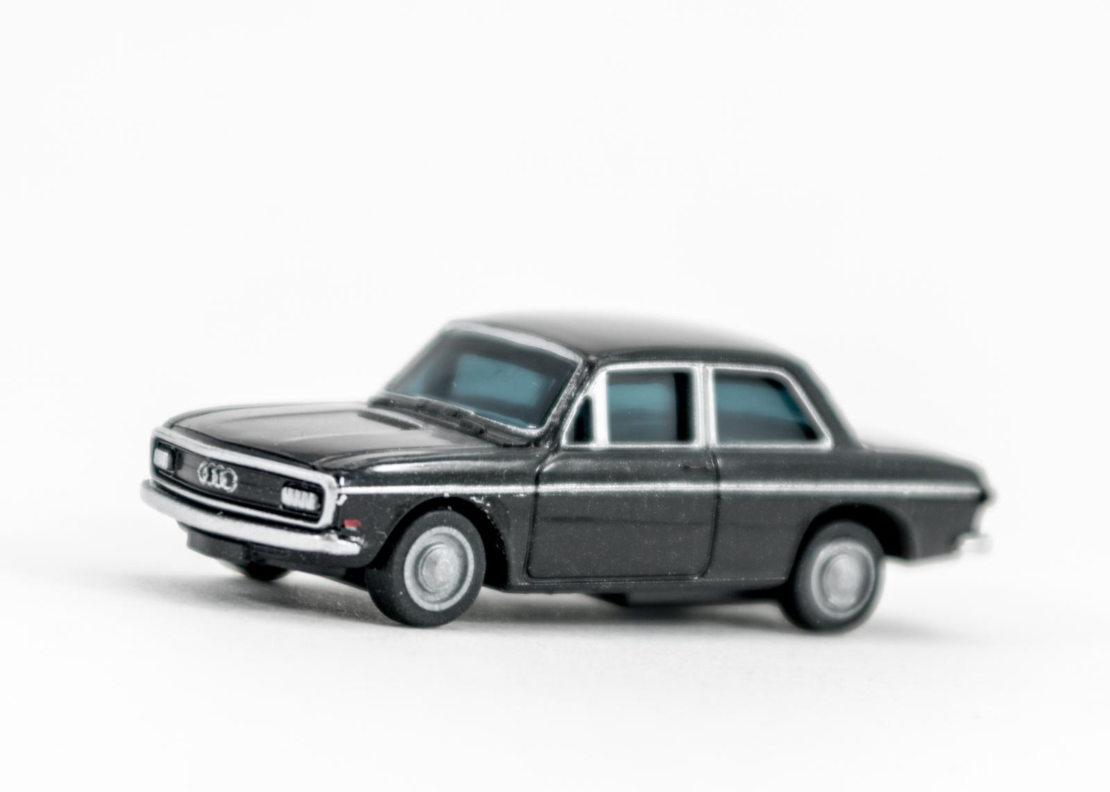 (1) Audi 72