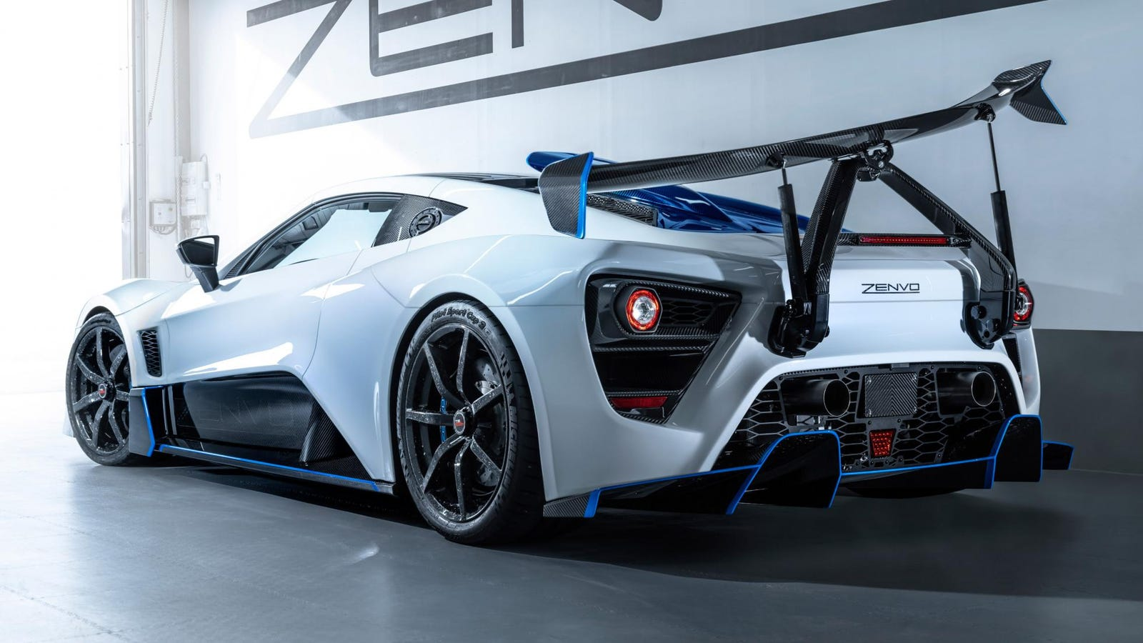 Illustration for article titled The $1.6 Million Zenvo TSR-S Makes Carbon Fiber Seem Special Again