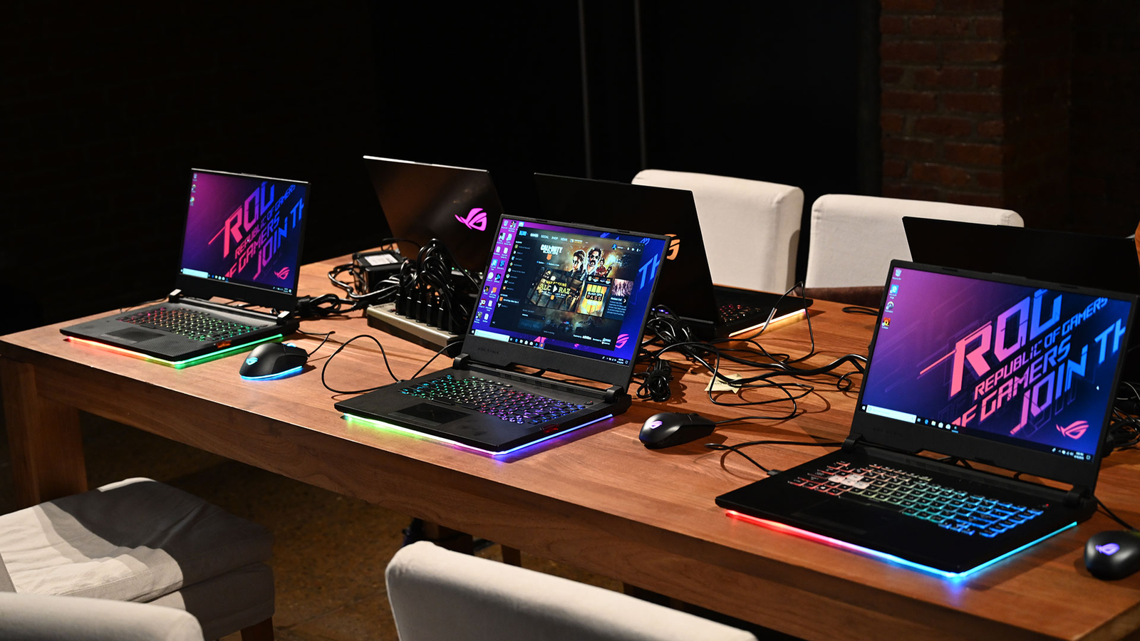 Asus' edge-lit RGB Aura lighting on the new Strix Scar III and Hero III is like ground effects for your laptop.