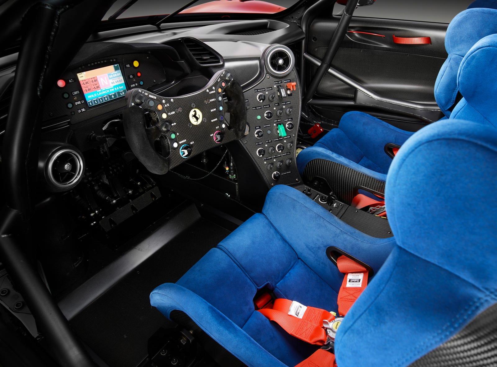 Illustration for article titled Ferrari pasó cuatro años construyendo este increíble auto para una sola personaem/em