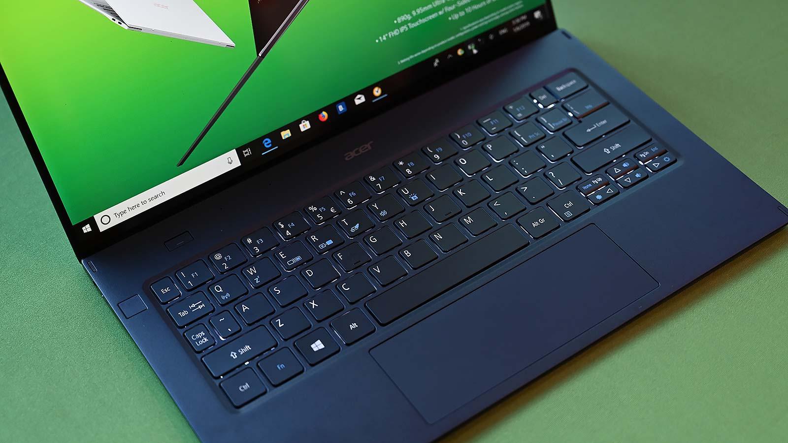 ¡Mira cómo de ancho es el touchpad! Foto: Sam Rutherford (Gizmodo)