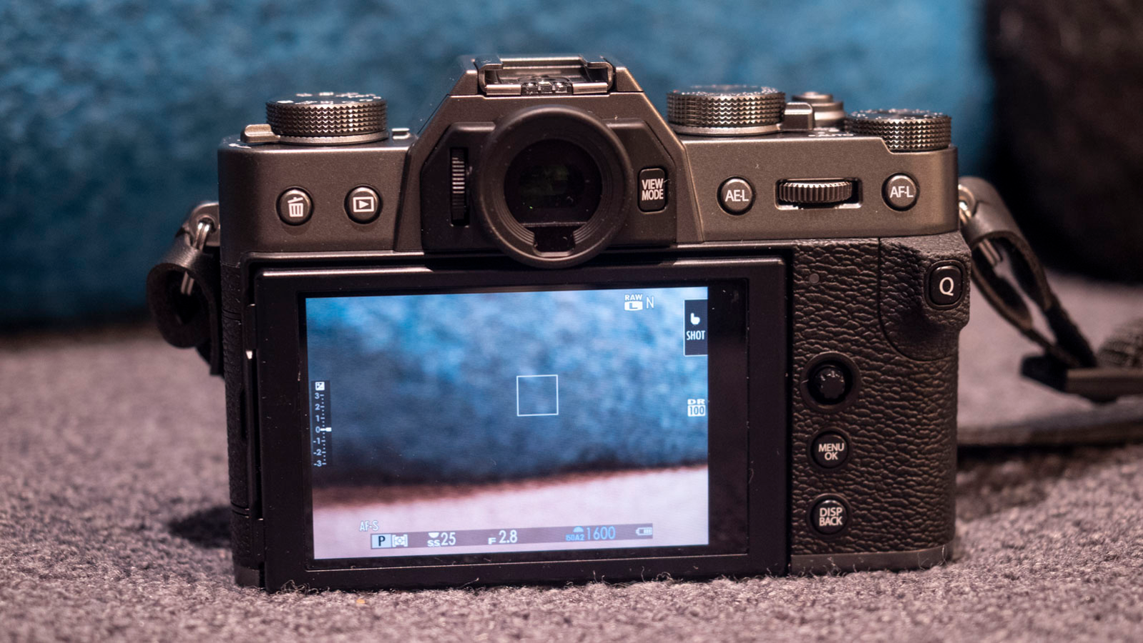Illustration for article titled Fujifilms X-T30 Mirrorless Camera Is a Little Fussy, But Absolutely Gorgeous