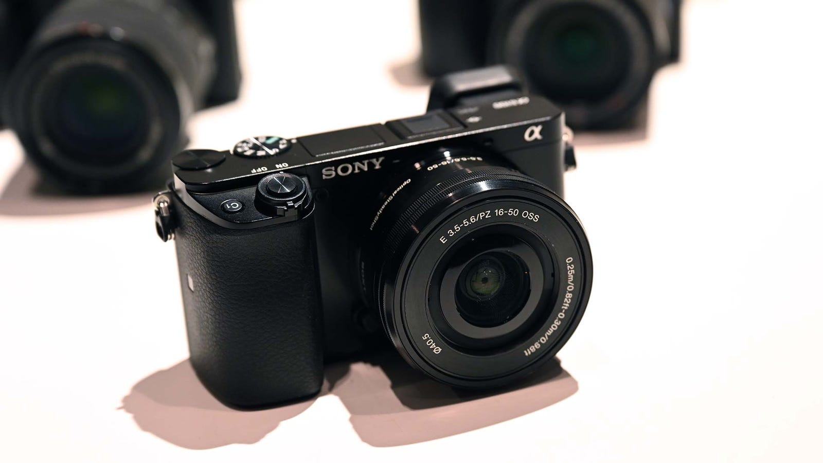 Illustration for article titled Sony Brings Big Tech to More Affordable APS-C Cameras with the a6600 and a6100