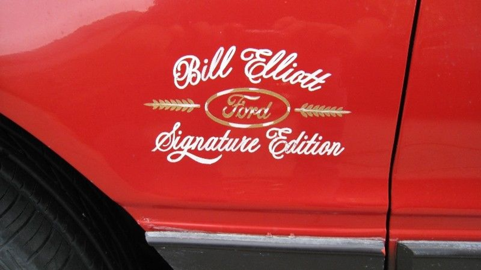 Illustration for article titled Canadian Craigslist Find: 1986 Thunderbird Bill Elliott Edition