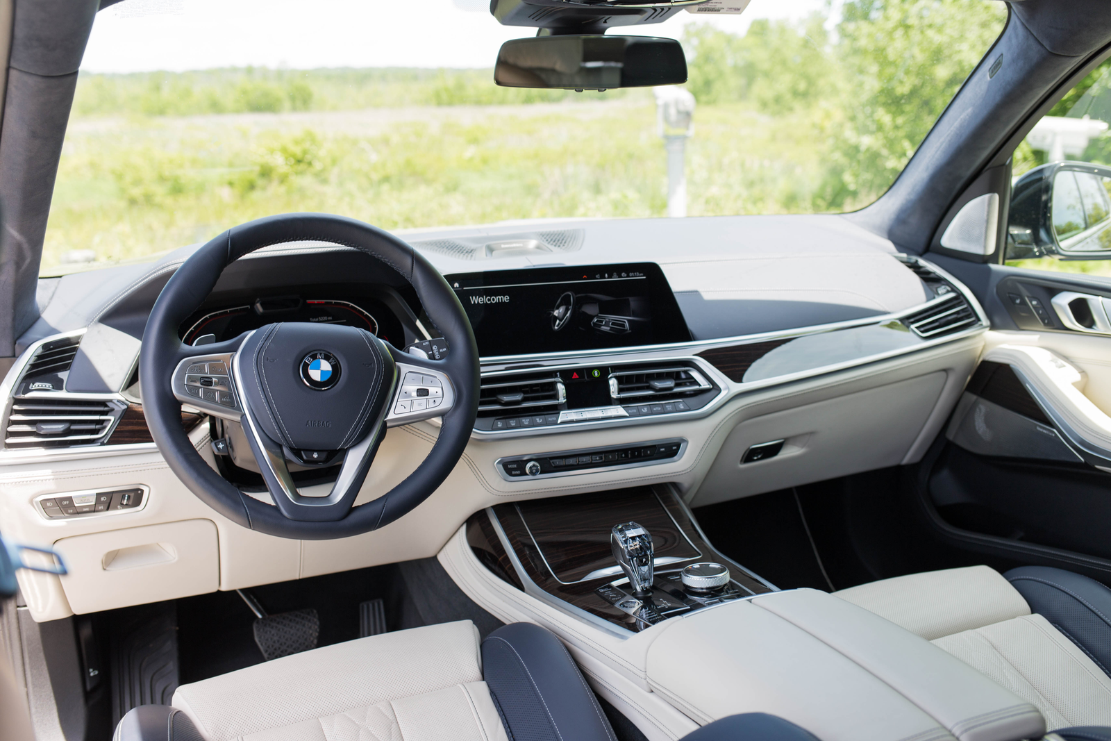 Illustration for article titled The 2019 BMW X7 Is Huge But So Great At High-Speed Cruising
