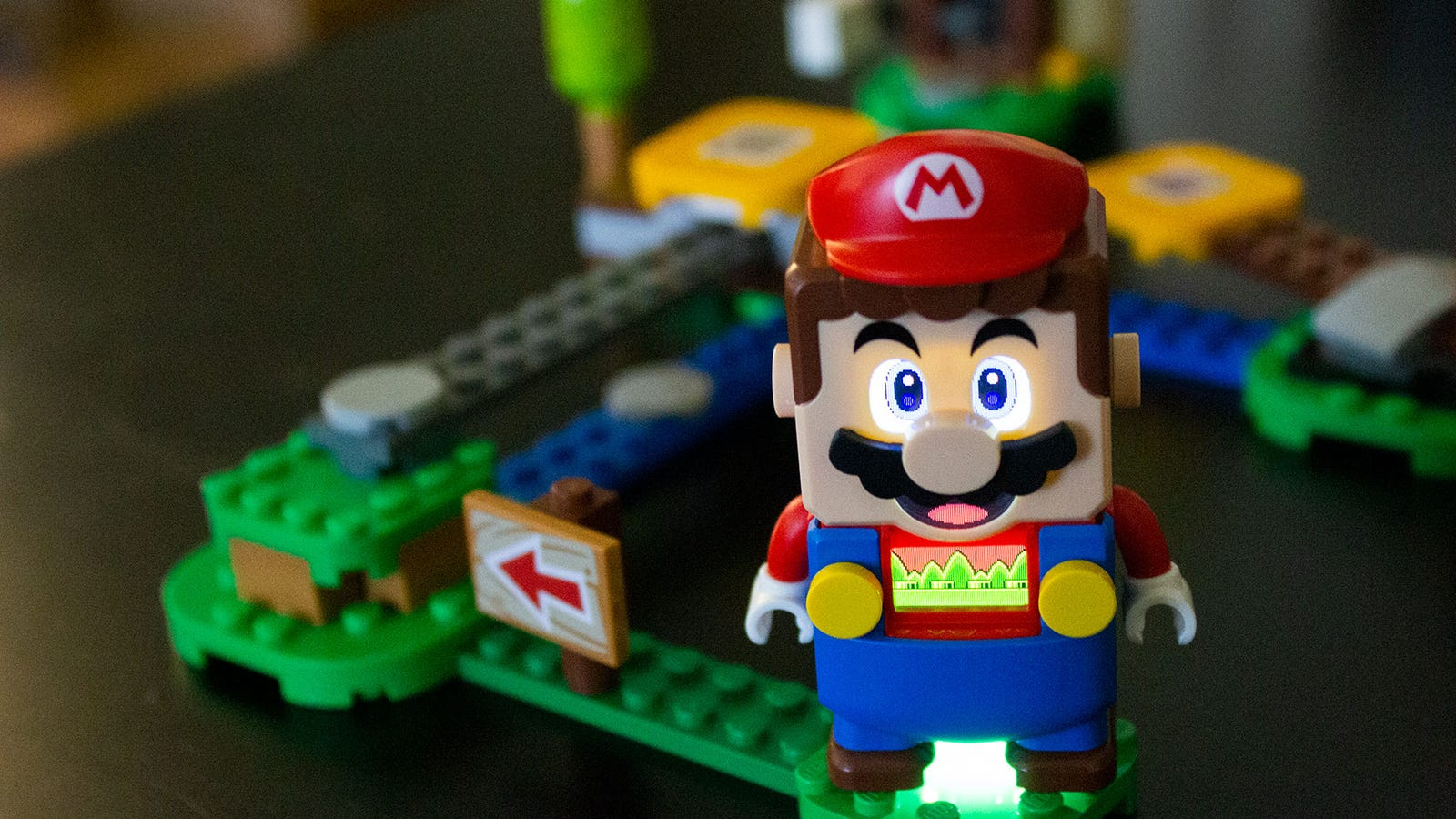The Mario decide aspects LCD eyes, mouth, and monitor screen in his chest. There's additionally a sensor that reads brick colours and sticker barcodes.