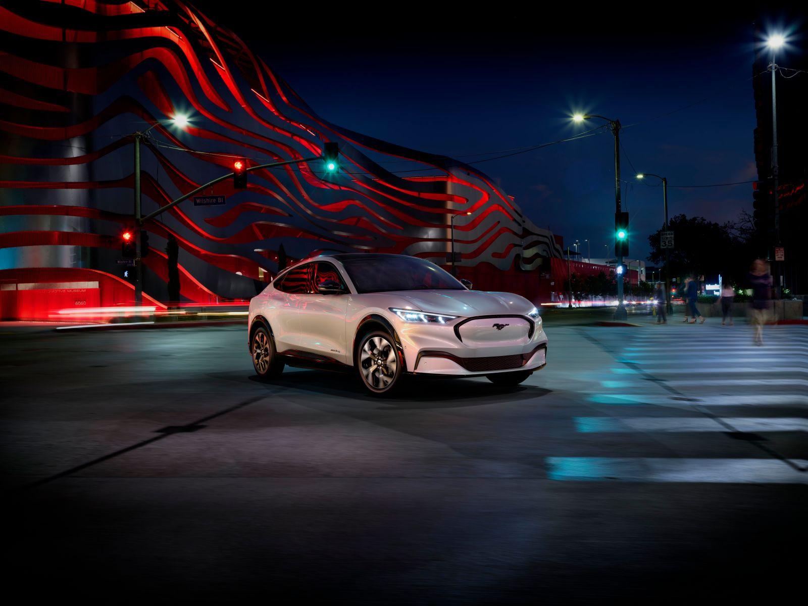 Illustration for article titled Ya es oficial: así es el Ford Mustang Mach-E, el SUV eléctrico dispuesto a plantar batalla a Tesla