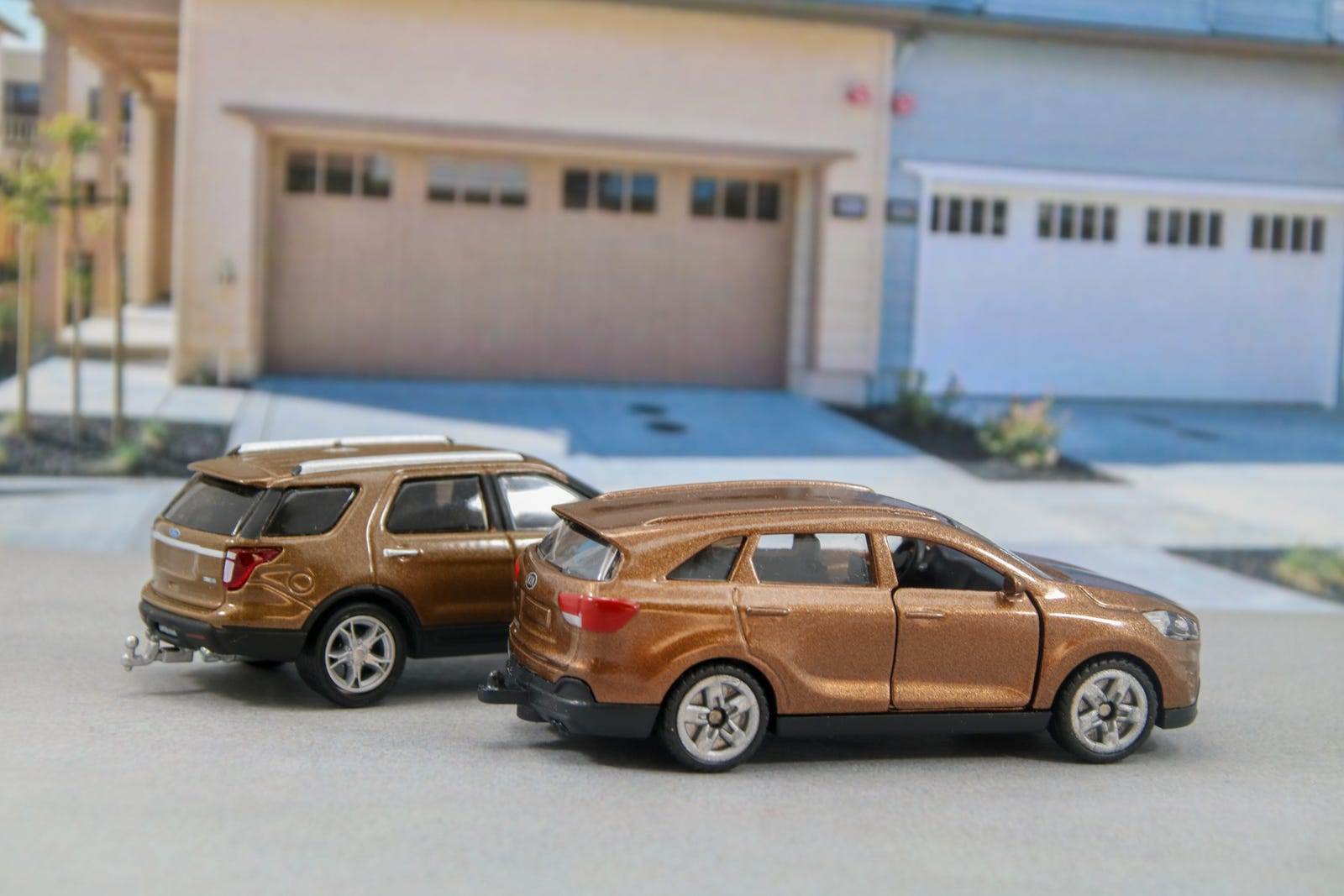 Illustration for article titled Suburban Sundays: A Trio of Brown CUVs