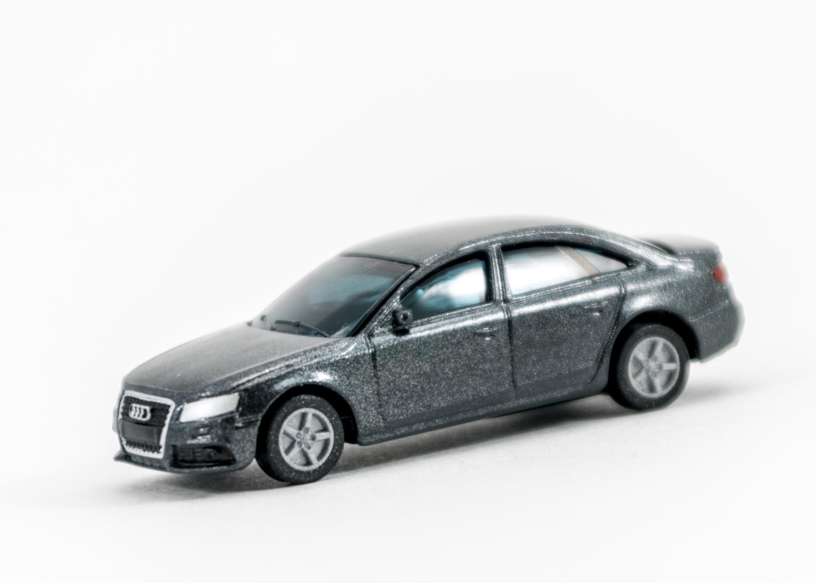 (5) Audi A4