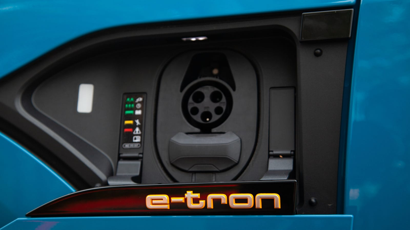 Illustration for article titled The 2019 Audi E-Tron Makes a Strong Case for Choosing Charge Speed Over Range