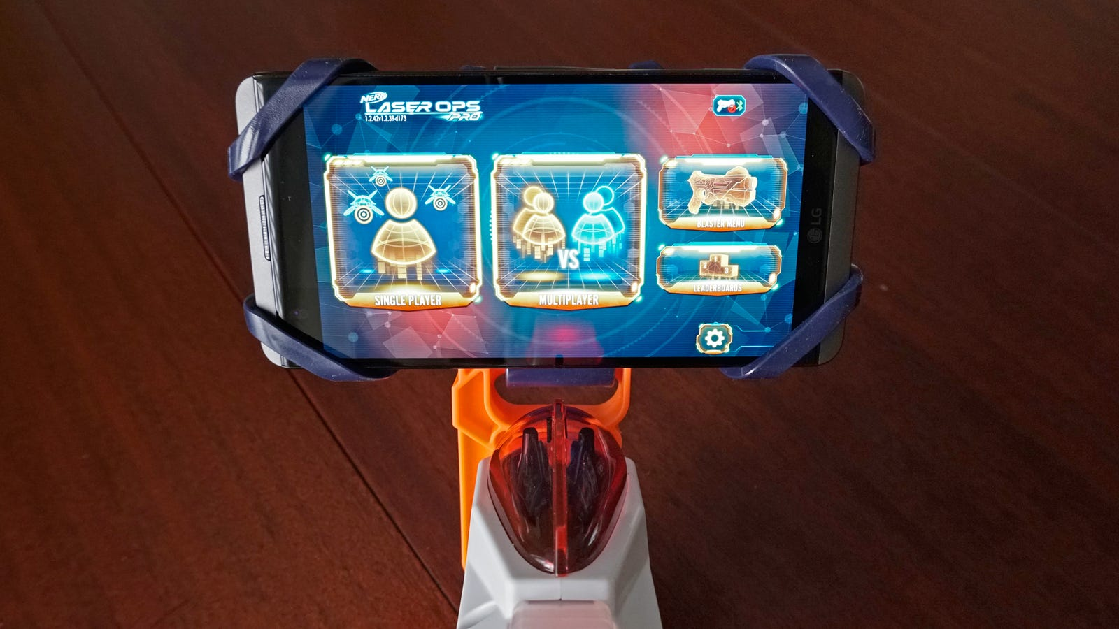 You can connect a smartphone running the Laser Ops Pro app to either blaster to enhance gameplay.