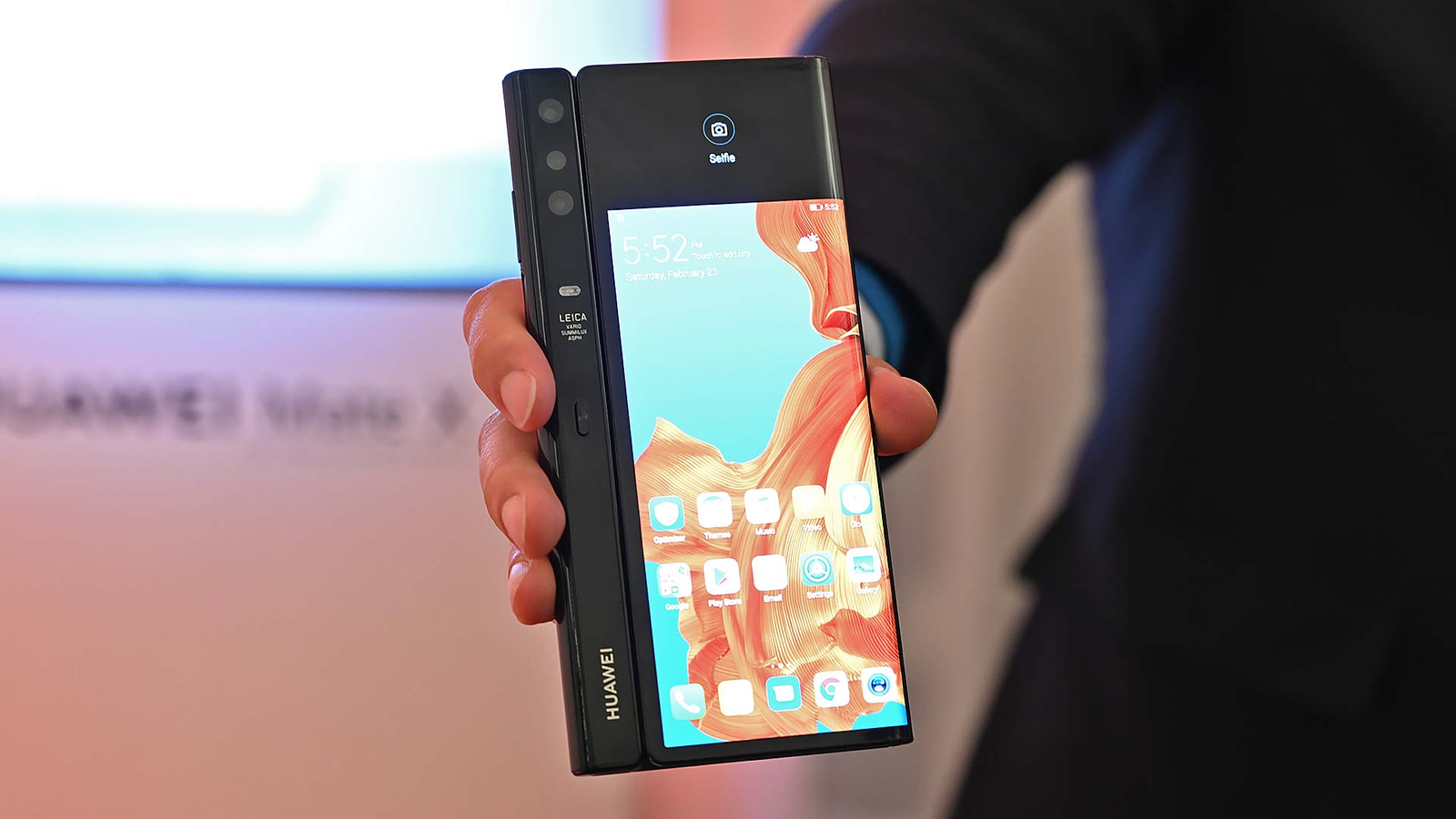 Because you can always see at least one screen when folded, Huawei didn't need to add cameras to every side of the device.