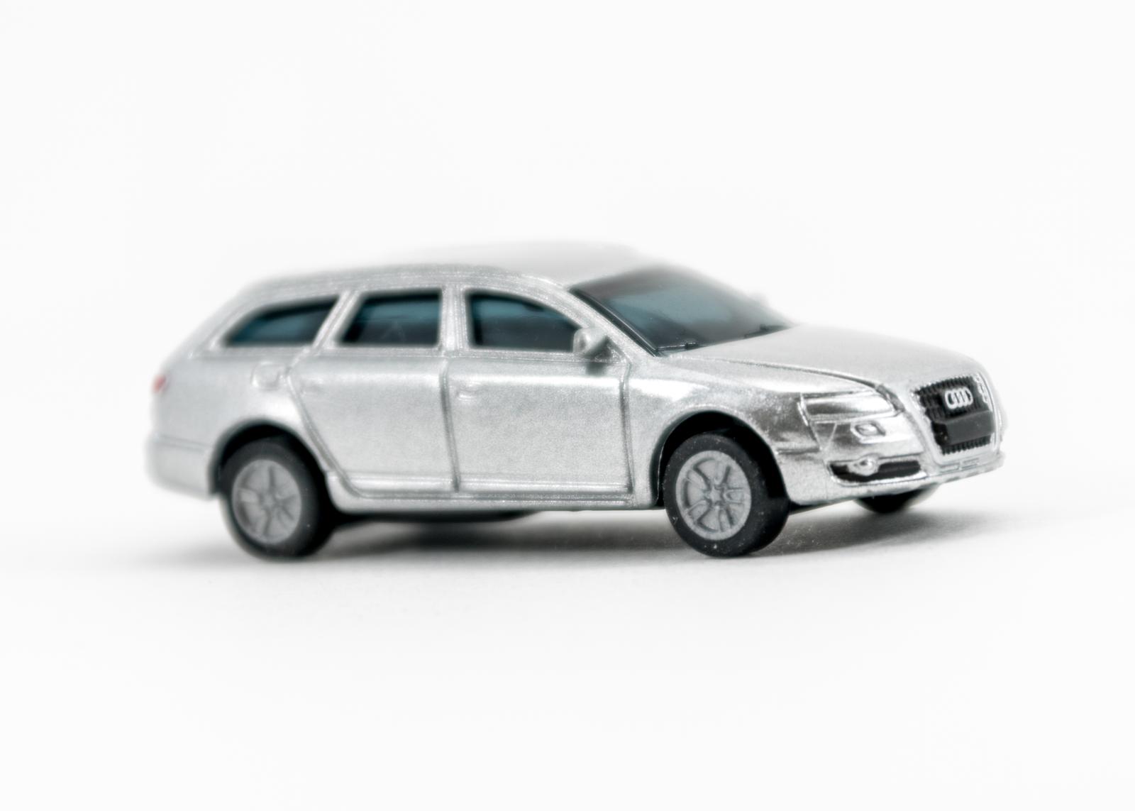 (4) Audi A6 Avant
