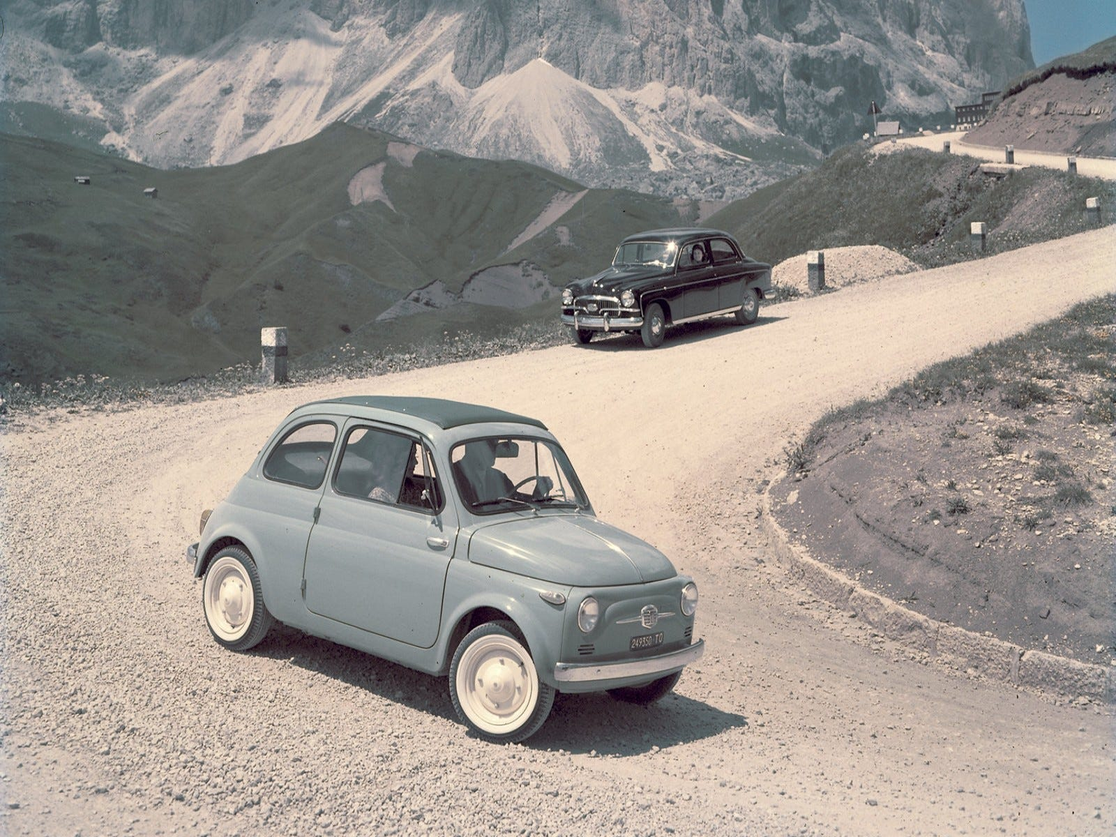 Cruising the mountain roads of Italy - the suicide doors, fender-mounted turn signals and front vents are easily visible on this early Nuova 500.