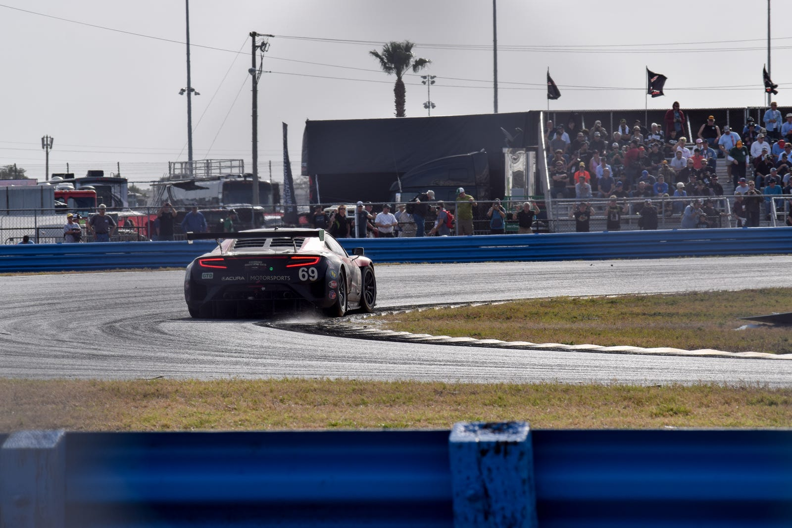Illustration for article titled Some random photos I took from the Rolex 24.
