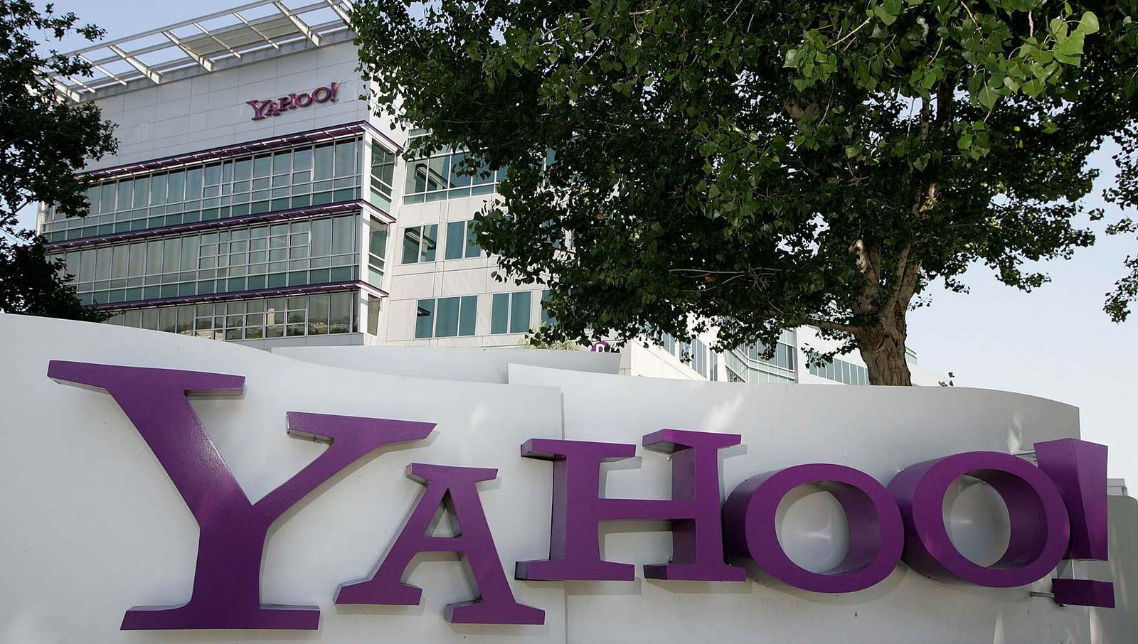 Yahoo Back On Top After Purchasing Millions Of 13-Year-Old Girls' Blogs